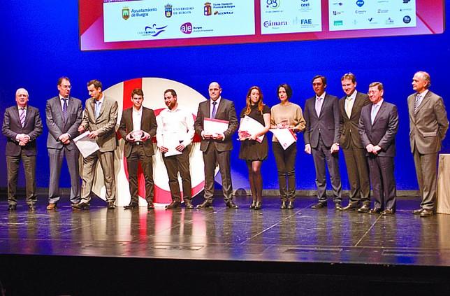 Los cuatro finalistas posan al final de la entrega de los premios.