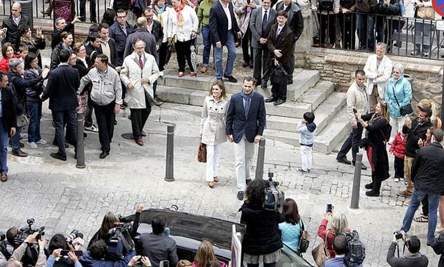 Decenas de toledanos y de turistas se agolparon a las puertas del Museo, así como numerosos medios de comunicación David Pérez