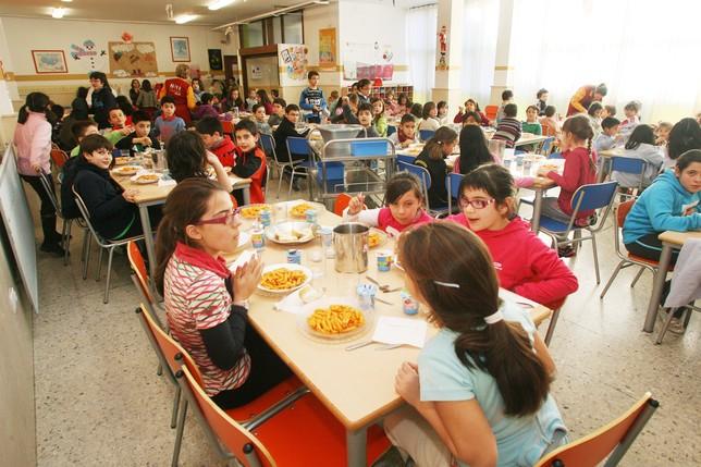 La mitad de usuarios acude gratis al comedor escolar - Diario Palentino