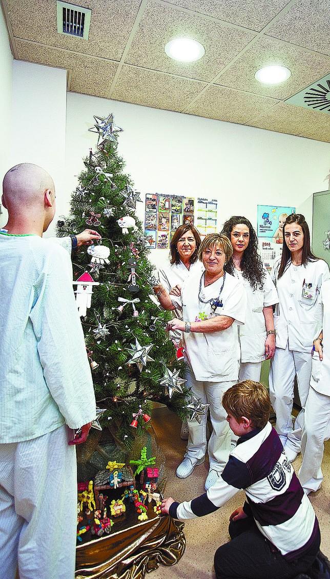 Manualidades y música amenizan la Navidad en Pediatría del HUBU ...