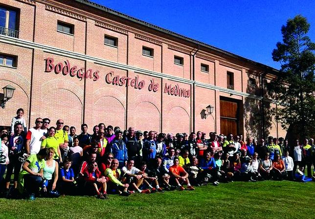 La marcha cicloturística de Rueda congregó a decenas de personas, para disfrutar del vino y de una agradable jornada