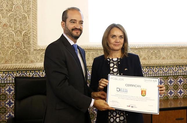 La concejala talaverana Ana Santamaría recogió la medalla de bronce. David Pérez