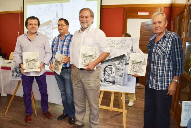 Santiago Gómez, segundo por la derecha, autor del libro.