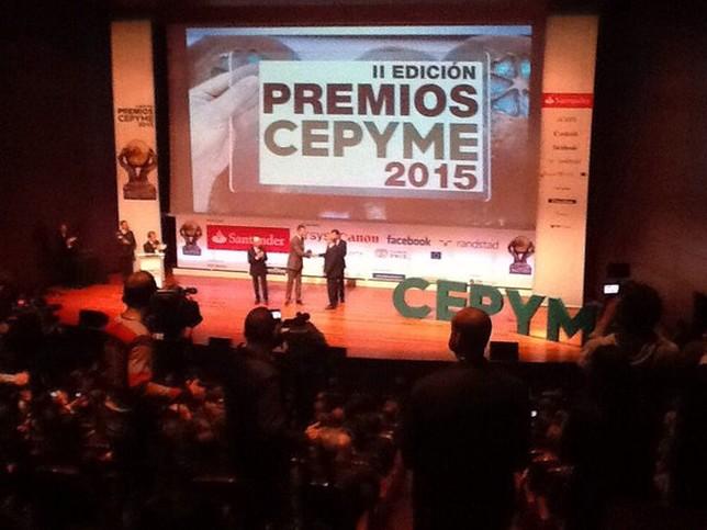 El Rey Felipe VI hizo entrega Premio al desarrollo internacional a Andrés Felipe Hernando, director general de Hiperbaric.