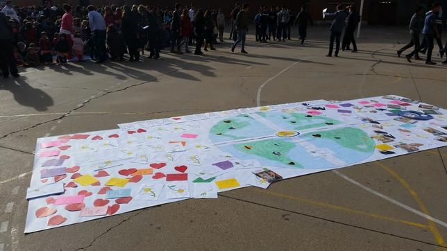 Acto en el colegio Nuestra Señora del Carmen por el Año Internacional del Entendimiento Global. El Día de Valladolid