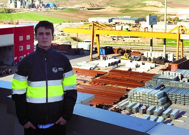 Borja del Río, Ankara, ingeniero industrial.
