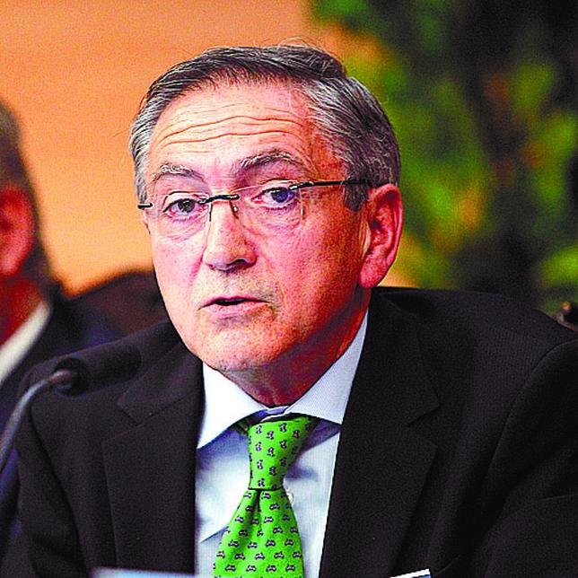 Ginés Clemente empezó su empresa en el 77 con un empleado; él mismo con su mecanismo.