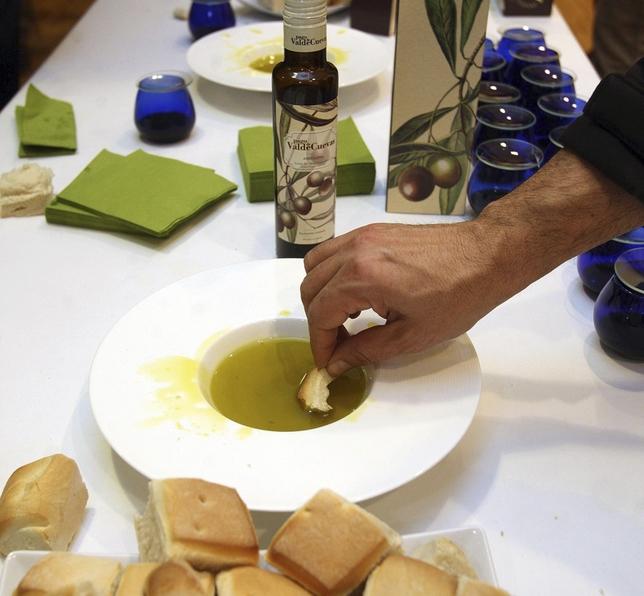 Pago de Valdecuevas tiene unas 150 hectáreas de olivos en Medina de Rioseco y vende su propio aceite.