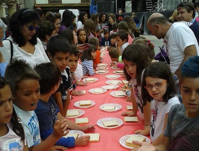 Más de un centenar de niños participaron en el concurso de cocina en la tarde del jueves.