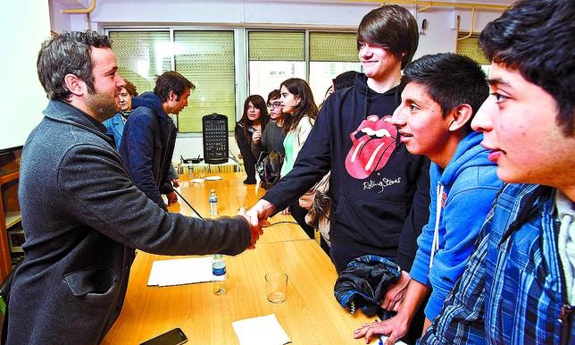 Cebrián y Ruiz-Giménez charlaron por la mañana con los alumnos del Instituto Félix Rodríguez de la Fuente. Alberto Rodrigo