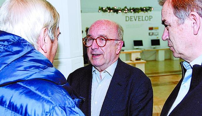 El excomisario europeo Joaquín Almunia no quiso perderse este homenaje. JUAN LAZARO