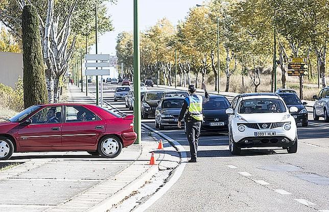 La Policía Local mantiene un operativo especial de accesos durante todo el puente.