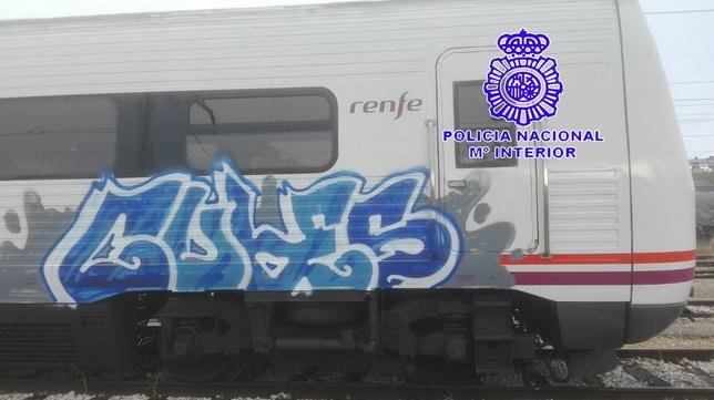 Detenidos por pintar en trenes