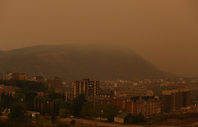 La ciudad de Ponferrada amanece cubierta de humo por los diferentes incendios de la provincia y los limítrofes de Galicia y Asturias. Ical