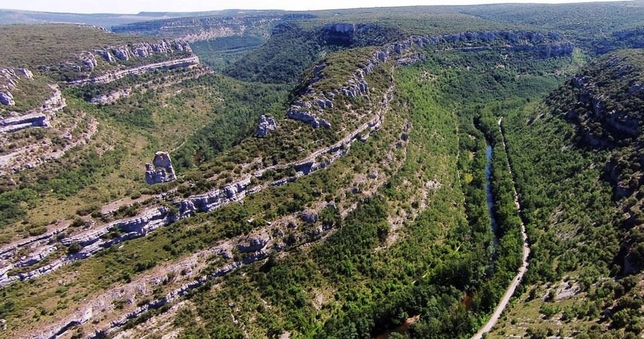 La candidatura de este espacio natural ha recibido el apoyo de todas las instituciones, a nivel local, provincial, regional y nacional, así como de la Asociación de la Reserva Geológica de Las Loras (Argeol), lo que ha sido valorado por el Consejo Mundial