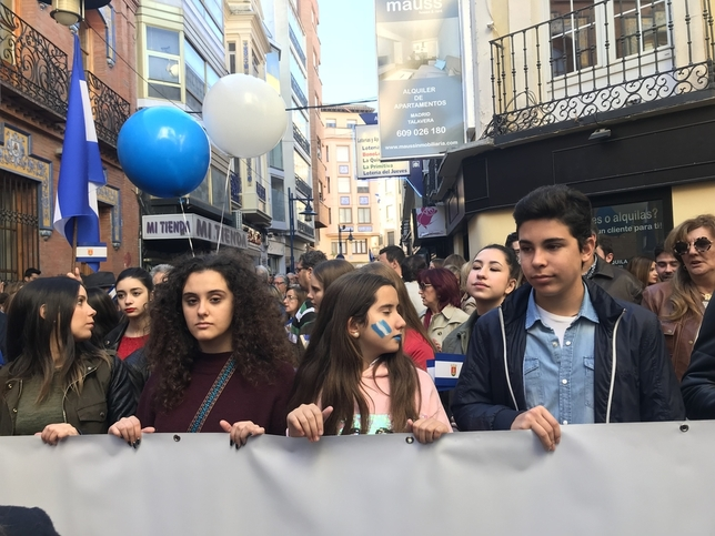40.000 personas gritan 'Basta ya'