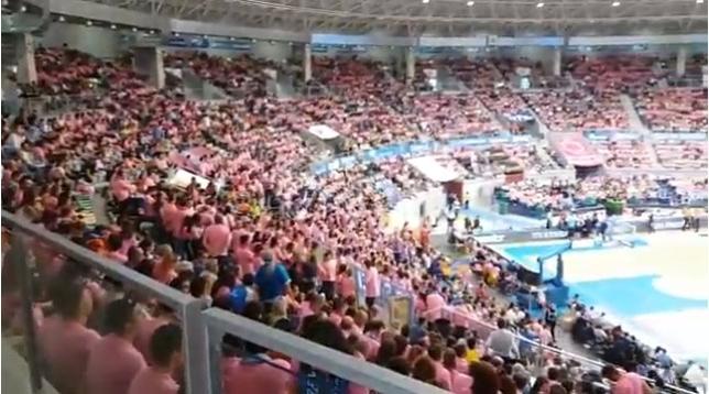 El Coliseum se tiñe de rosa