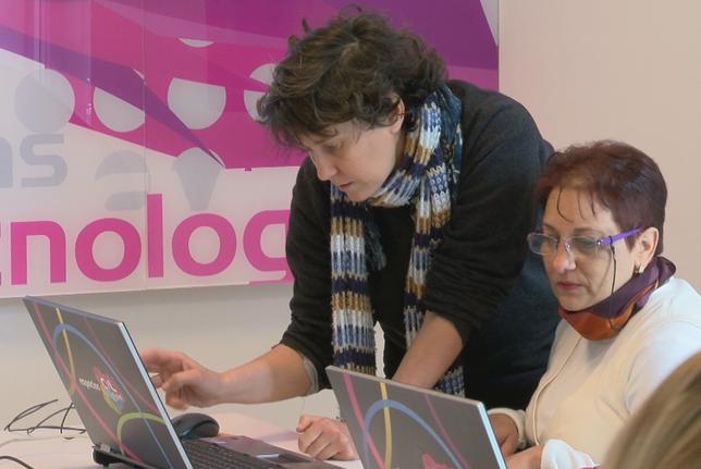 Personas con discapacidad se forman en nuevas tecnologías