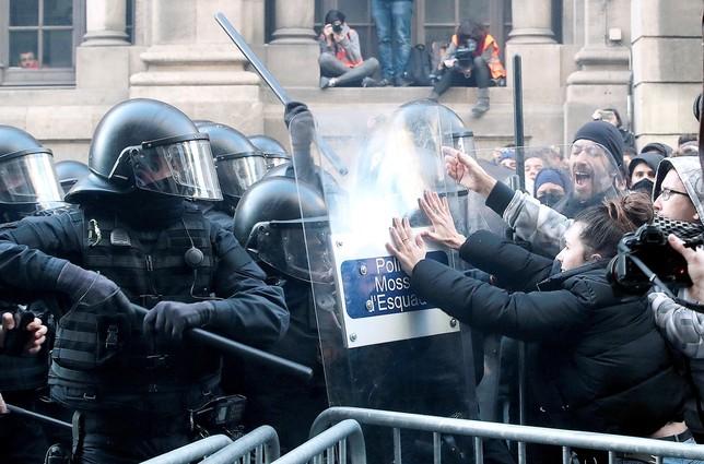 Los CDR toman las calles de una Barcelona blindada
