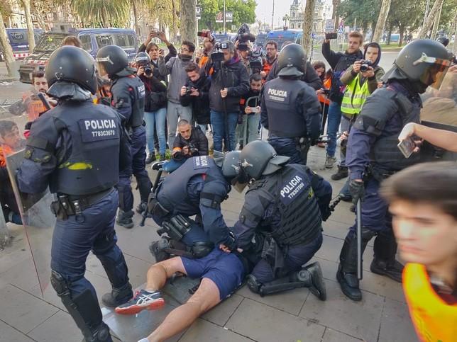 Los CDR toman las calles de una Barcelona blindada EUROPA PRESS