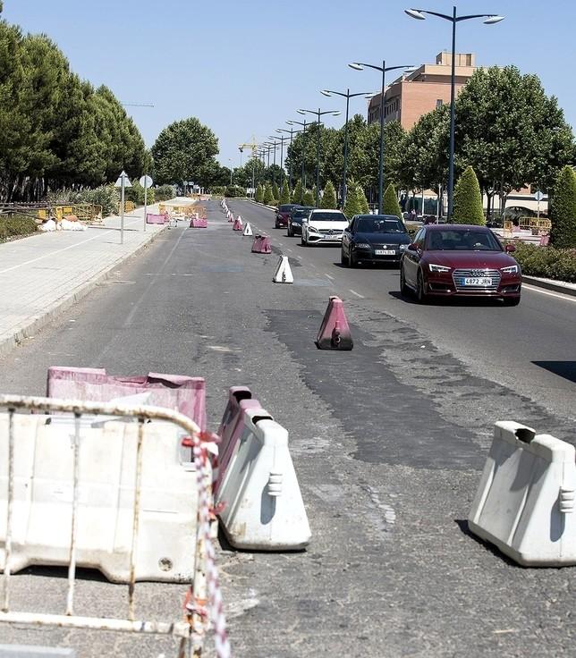 Esta semana se empezará a echar asfalto en Reyes Católicos Rueda Villaverde