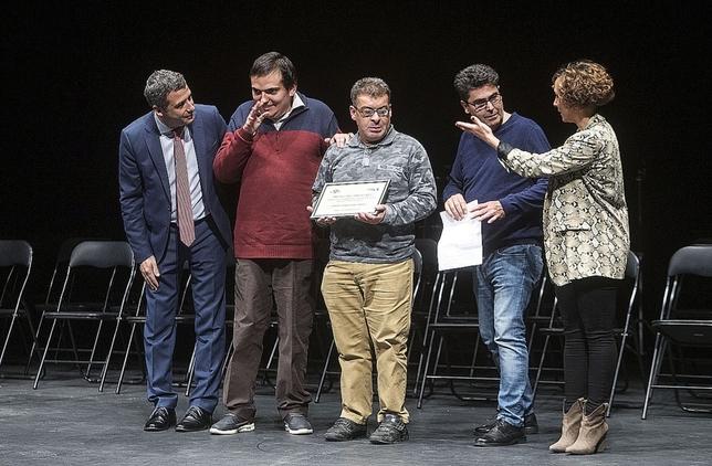 Esteban, Sergio y Jacinto animaron a los toledanos a ver la artesanía que hacen en los talleres de Aspace Víctor Ballesteros