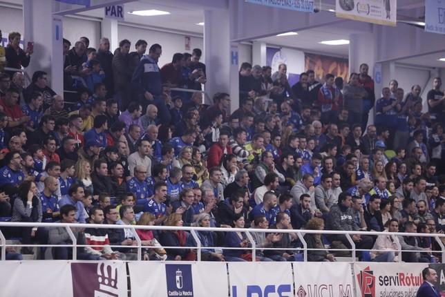 Imagen del público asistente al encuentro entre el Viña Albali Valdepeñas y el Movistar Inter. Tomás Fernández de Moya
