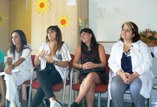 Rozalén canta con los niños del Hospital Clínico