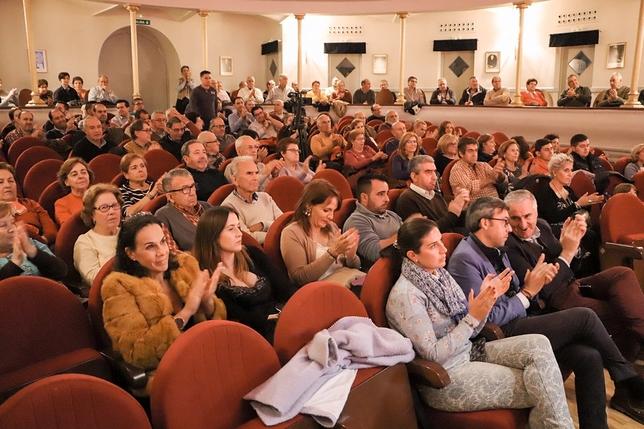 El público se mostró muy agradecido con la presencia del diestro. LT