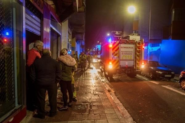 Un incendio causa daños en una tintorería