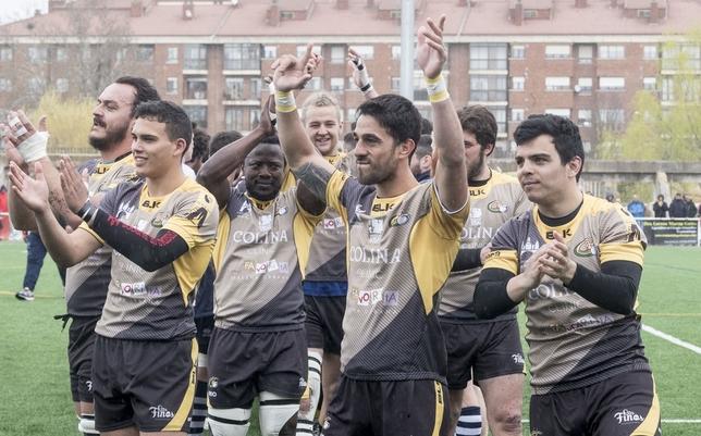 Tomi Rocamán -en el centro, con los brazos en alto- se perderá la vuelta de la final tras ser expulsado en La Cartuja el pasado domingo por una acción de indisciplina.  Valdivielso
