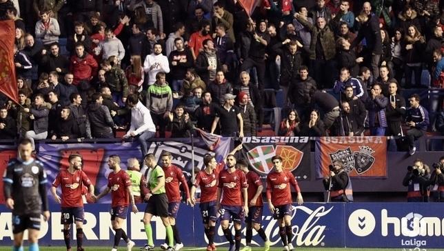 El Graderío Sur de El Sadar celebra un gol de Osasuna CA Osasuna