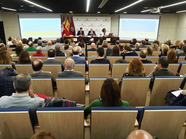 Carnero informa sobre la nueva ley de contratos públicos