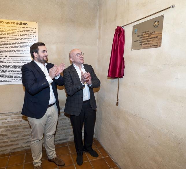 El presidente de la Diputación de Valladolid, Jesús Julio Carnero, y el alcalde de Villalón de Campos, José Ángel Alonso, inauguran la recuperación como espacio público de un antiguo depósito de agua. Ical