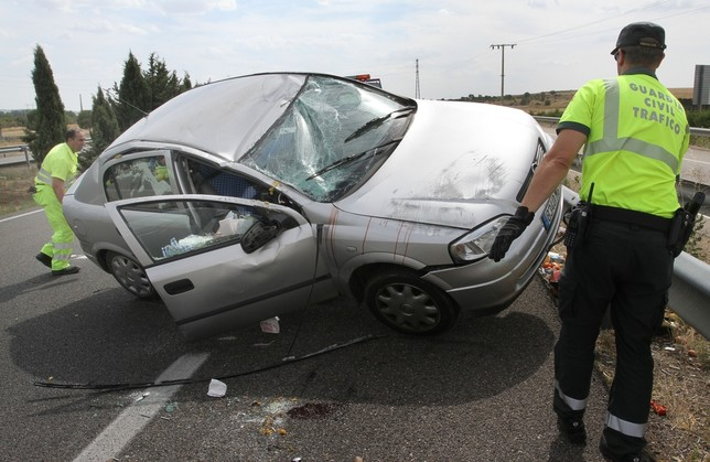 Dos heridos en un accidente en Dueñas Brágimo