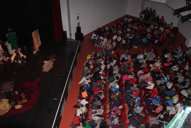 Vamos al teatro reúne a 600 niños en el auditorio de Guardo
