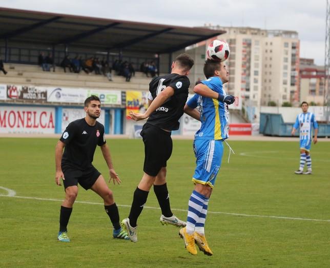 Fran Adeva volverá a acompañar a Borja Rubiato en la delantera blanquiazul. J.A.D.C.