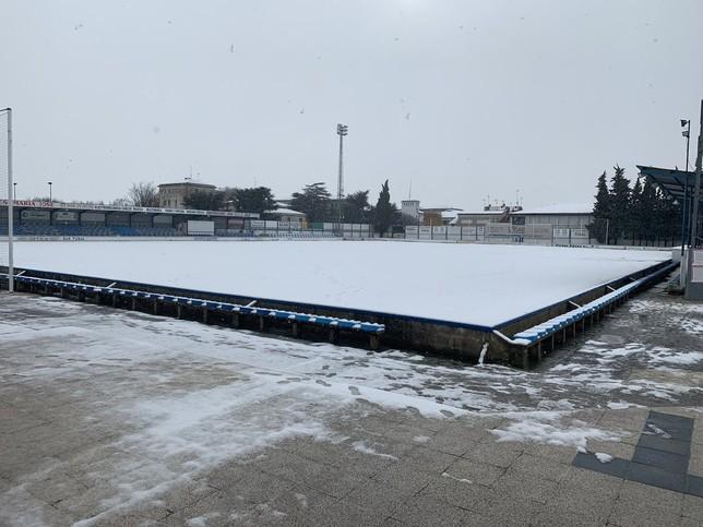 La nieve caída en el San Francisco obligaba a suspender el Peña Sport- Corellano de Tercera división @PenaSportFC