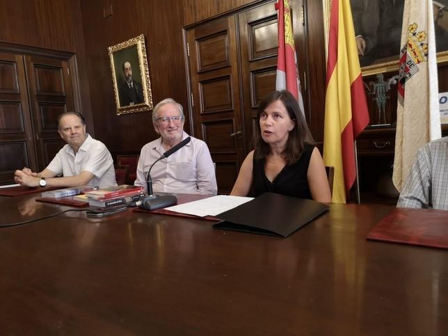 Remedios Solano gana el Premio Avelino Hernández de poesía