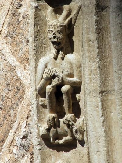 El demonio en la piedra