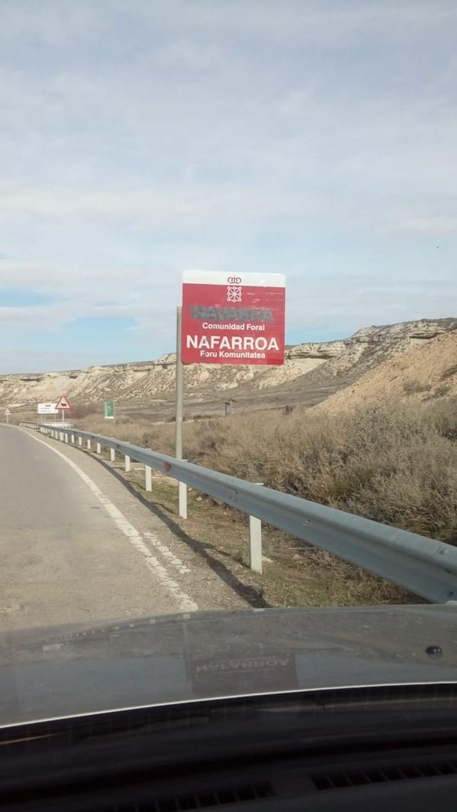 Vandalismo contra el castellano de varias señales riberas