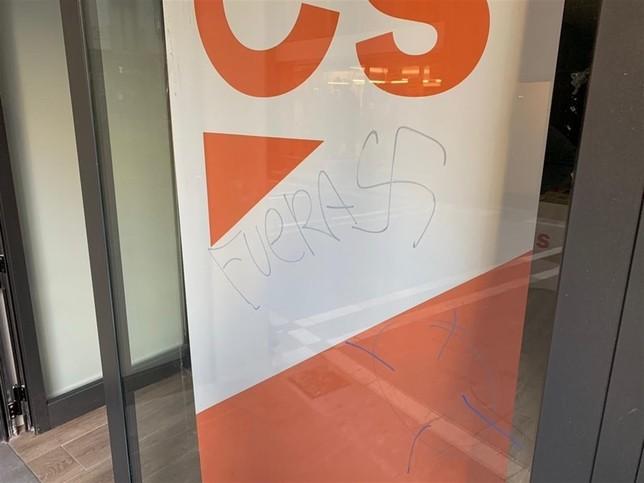 Aparecen pintadas amenazantes en la sede de Ciudadanos