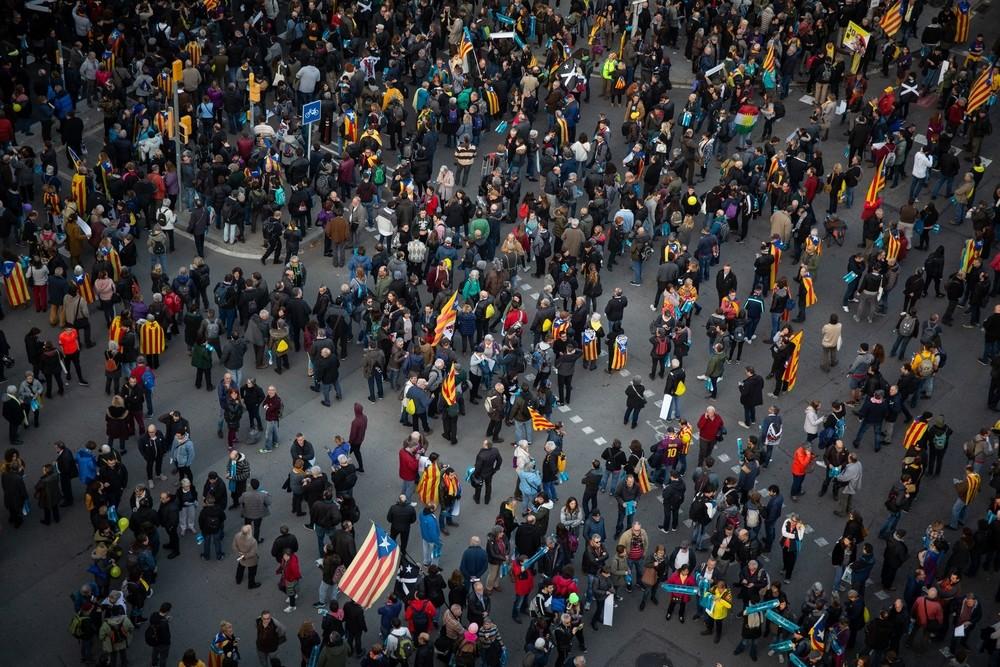 Activistas cortan la Diagonal frente al hotel de Barça y Mad