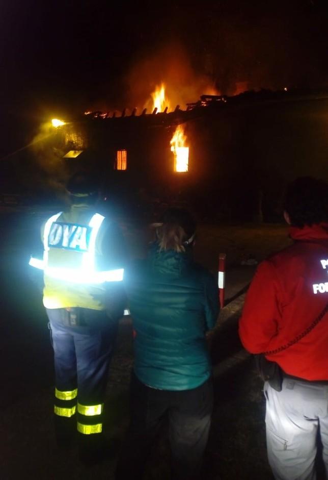 Buscan restos del desaparecido en una casa casi destruida