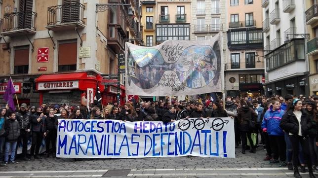 Manifestantes recorren el casco viejo de Pamplona NATV