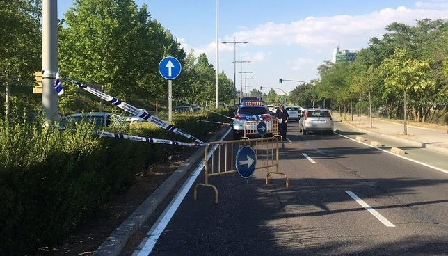 Cortan un carril de la avenida de Salamanca por un desnivel