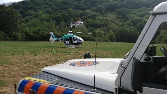 Labores de apoyo a los dos helicópteros.