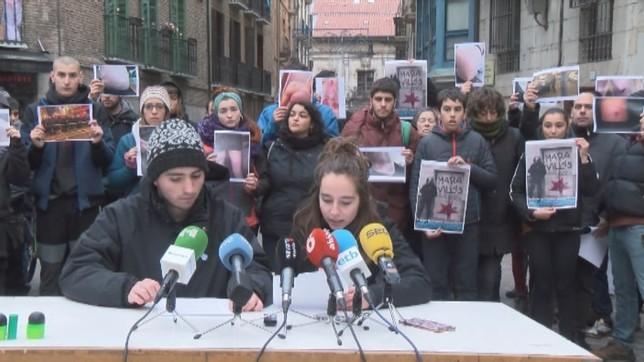 Los portavoces del colectivo han estado acompañados por medio centenar de personas en la rueda de prensa NATV