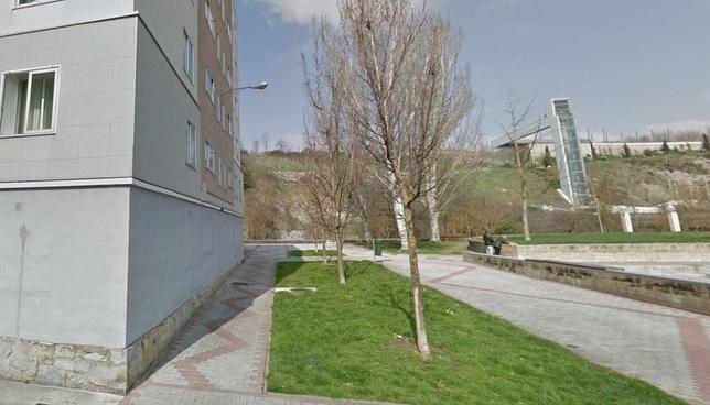 La rotura de una tubería afecta a 20 portales en Echavacoiz