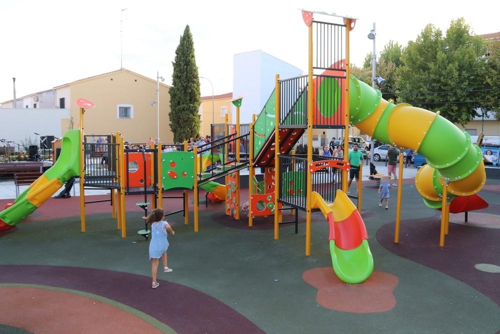 Reconocimiento vecinal a la reforma de la plaza Calle Cuenca